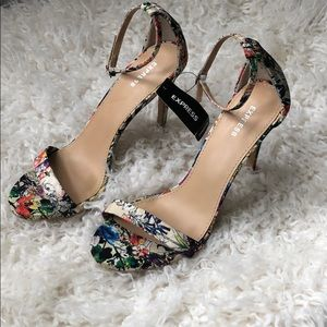 NWT Express Strappy Floral High Heels 8